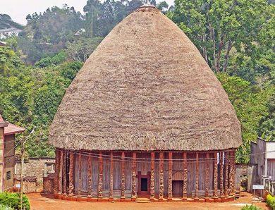 L'architecture monumentale en pays bamileke